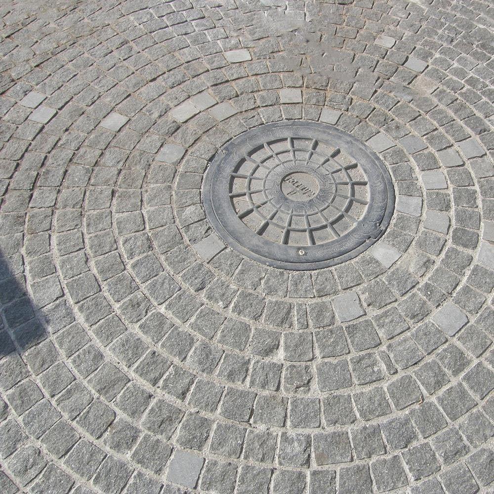 Piatra Cubica Granit Gri Antracit Natur 20 X 20 X 10cm (1tona = 3-4mp)